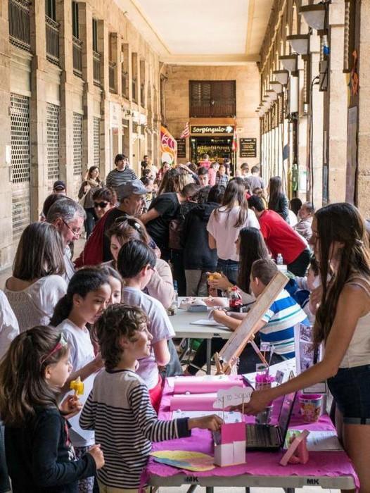 Zientzialari eta ikerlari gazteen plaza