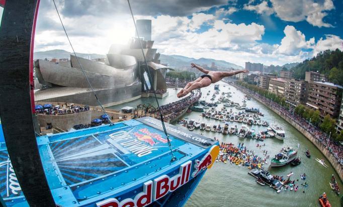 Aldaketak eta trafiko mozketak Red Bull Cliff Diving jauzien ondorioz