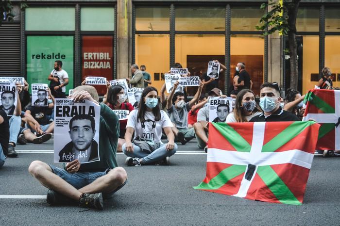 Espetxe politika amaitzeko manifestazioa deitu dute bihar, Igor Gonzalez Solaren heriotzaren lehen urteurrenean