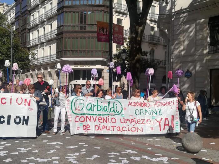 Bizkaiko Aldundiko garbitzaileek mobilizazioekin jarraitzen dute