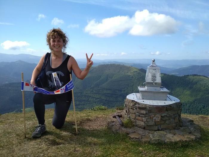 200 mendizalek parte hartu dute Bilboko Konpartsen mendi-ginkanan