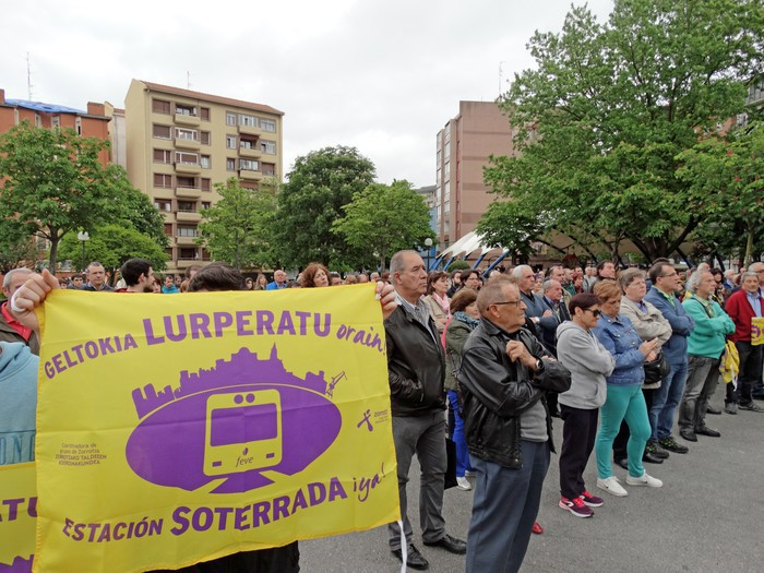 Espainiako Sustapen Ministerioak Zorrotzako trenbidea lurperatzeko ikerketaren kontratua gauzatu du
