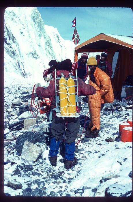 Euskal Espedizioa Everest gailurrean Emilio Hernandoren argazkietatik gogoratzen - 5