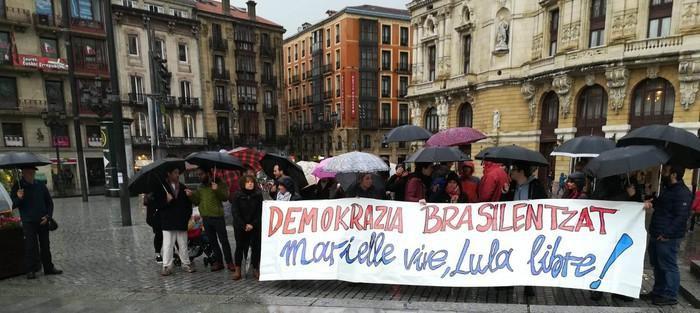 Demokrazia eskatu dute Brasilgo herriarentzat