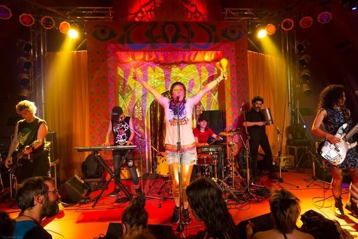 Kumbia Queers cumbia-punk talde argentinarrak joko du gaur Santutxuko jaietan