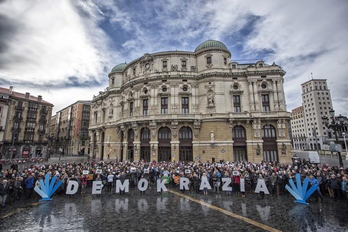 Demokraziaren aldarria Bilbotik Kataluniara