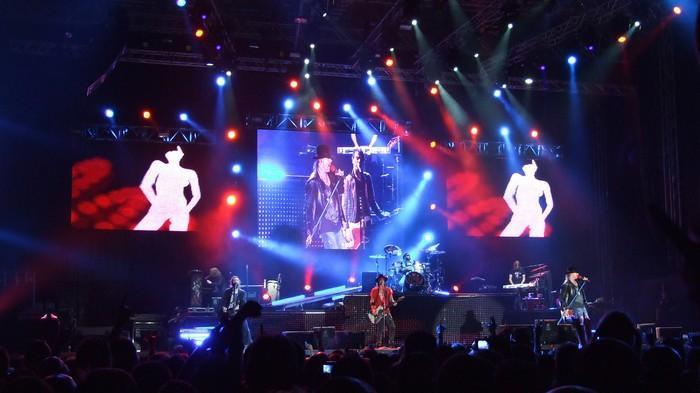 """Guns N'Roses, """"kontzertu itzela publikoarenganako inplikazio handirik gabe"""""""