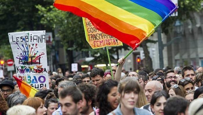 Bizkaiko LGBTI+ mugimenduak Bilbao Bizkaia Pride ekimena gaitzetsi du, interes ekonomikoak besterik ez dituelako
