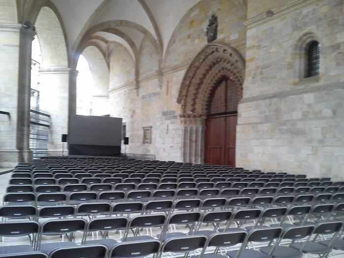 Alde Zaharreko Santiago Katedraleko Portikoa egokituko dute erabilera libre eta publikorako