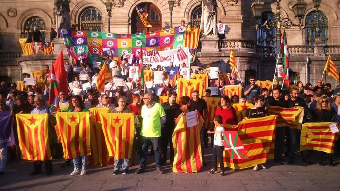 Kataluniarekin bat egiteko elkarretaratzea 20:00etan Arriagan