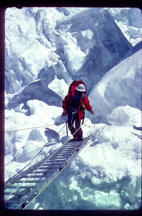Euskal Espedizioa Everest gailurrean Emilio Hernandoren argazkietatik gogoratzen - 4