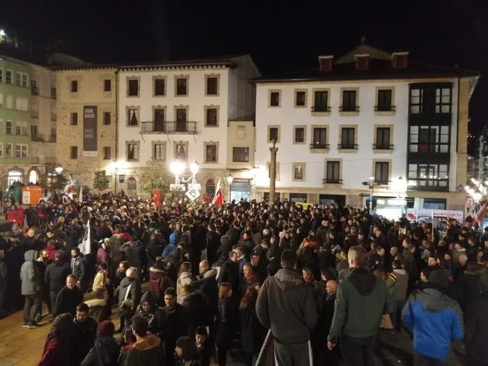 Amnistiaren aldeko manifestazioa egin dute Bilbon larunbatean