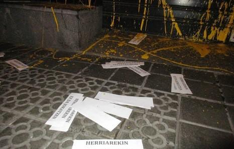 RETA apustu etxearen Santutxuko lokalaren aurkako ekintza egin dute
