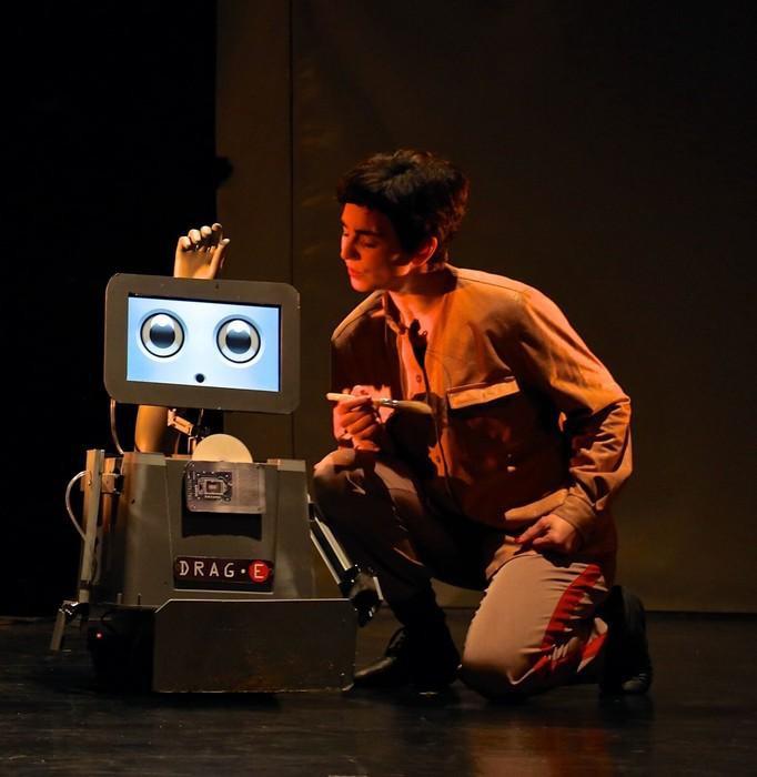 Logela Multimediak robotak protagonista dituen familiarteko antzezlan bat estreinatuko du