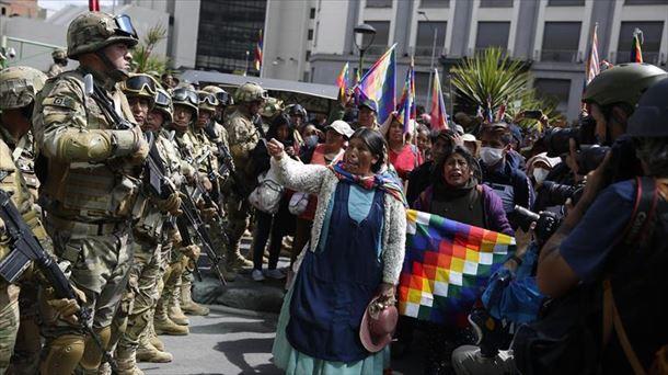 Hainbat irakaskaspen Boliviatik